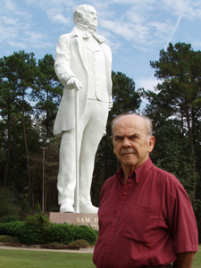 David Adickes standing with the Sam Houston Statue in the background